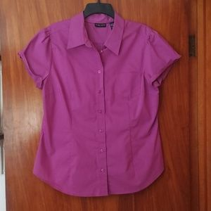 3/$30  NY&CO magenta fitted button down shirt